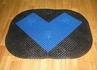 Овальный пластиковый входной коврик придверный щетинистый с буквой Л