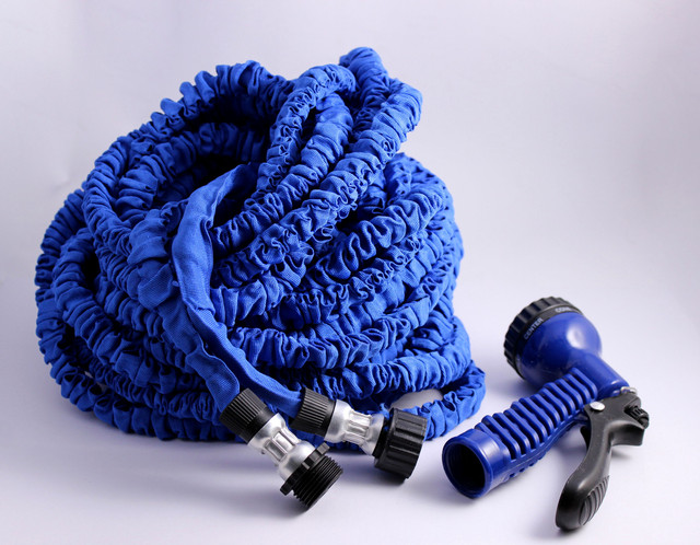 Компактный шланг для полива Magic hose с водораспылителем садовый, поливочный 22.5 м