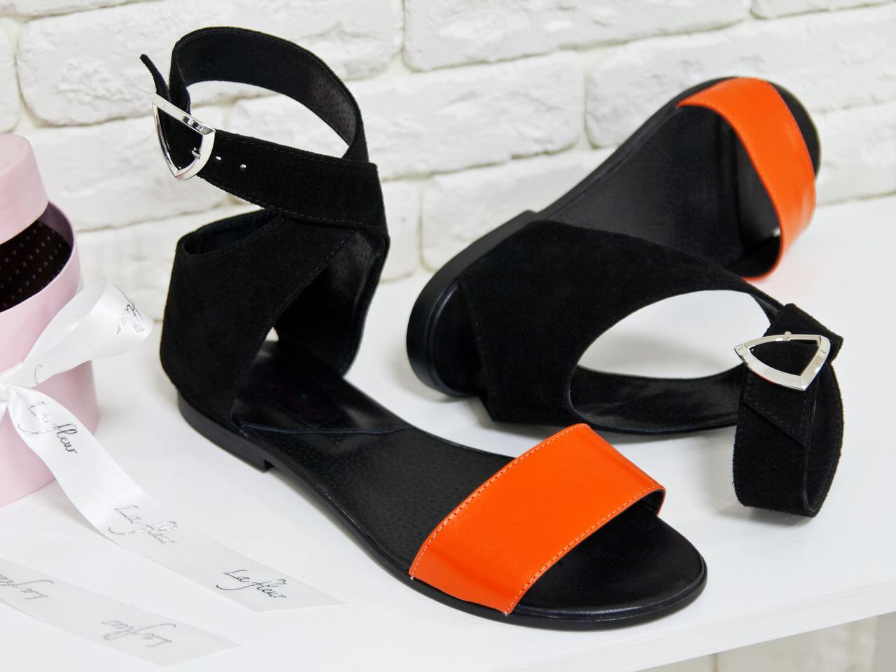 Босоножки легкие кожаные с оранжевой кожаной планкой и черным замшевым задником без каблука. Размер 36-41