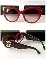 Женские солнцезащитные очки Gucci красные, цветные дужки Новинка!