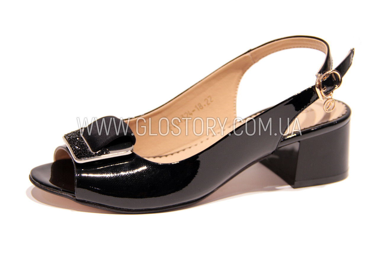 Женские черные лаковые босоножки на низком каблуке