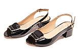 Женские черные лаковые босоножки на низком каблуке, фото 4
