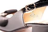 Женские черные лаковые босоножки на низком каблуке, фото 5