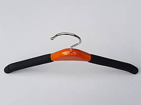 Плечики вешалки тремпеля  поролоновые черного цвета с деревянной ярко коричневой  вставкой , длина 39 см, фото 2
