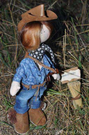 Інтер'єрна лялька Дівчинка - кантрі