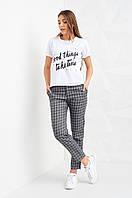 Модные женские брюки в клетку серого цвета