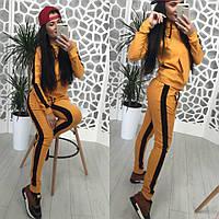 Спортивный женский костюм с лампасами и капюшоном