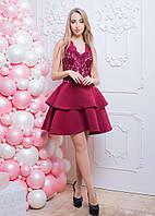 Приталенное платье с кружевным верхом