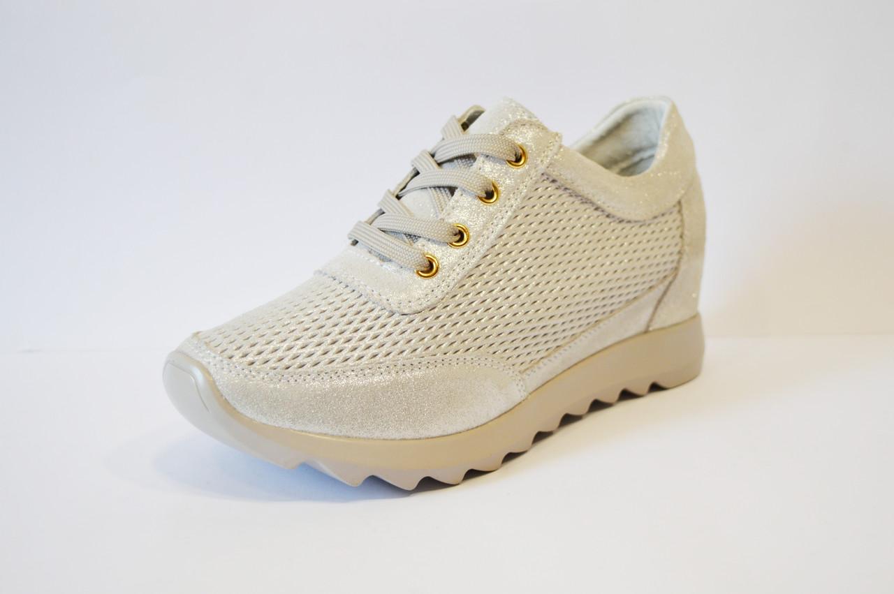 Кроссовки на танкетке светло-серебристые Allshoes