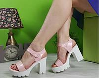Босоножки женские розовые трактора на удобном каблуке