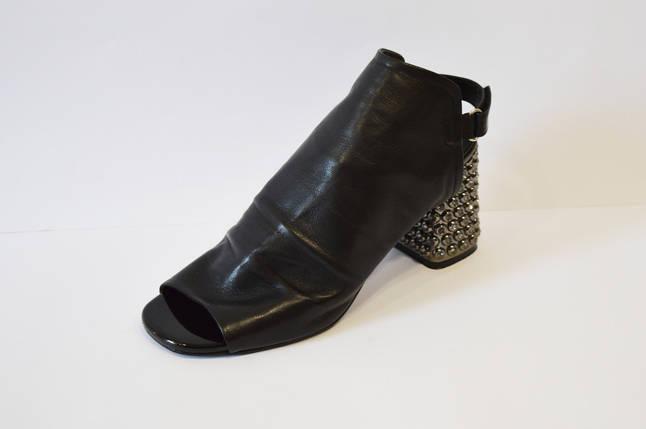 Кожаные закрытые босоножки на каблуке Aquamarin 21418, фото 2