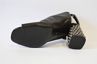 Кожаные закрытые босоножки на каблуке Aquamarin 21418, фото 3
