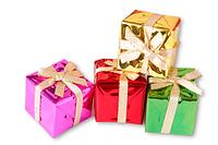 Подарочная дизайнерская упаковка в коробочке, украшена бантиком и упаковочной бумагой