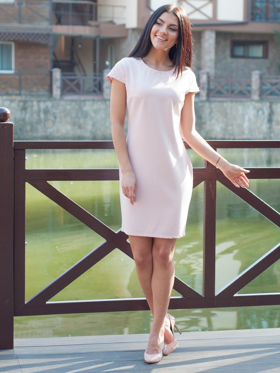 Стильне жіноче плаття з намистом