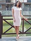 Стильное женское платье с бусами