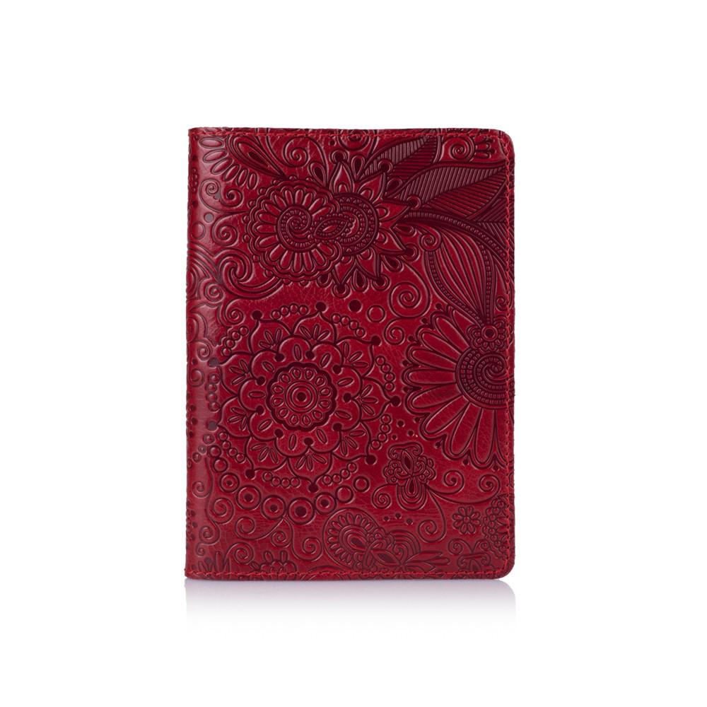 """Обложка для паспорта кожаная с художественным тиснением Crystal """"Искусство мехенди"""". Цвет красный"""
