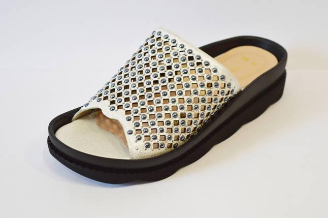 Шлепанцы перфорированные серебристые Donna Ricco, фото 2