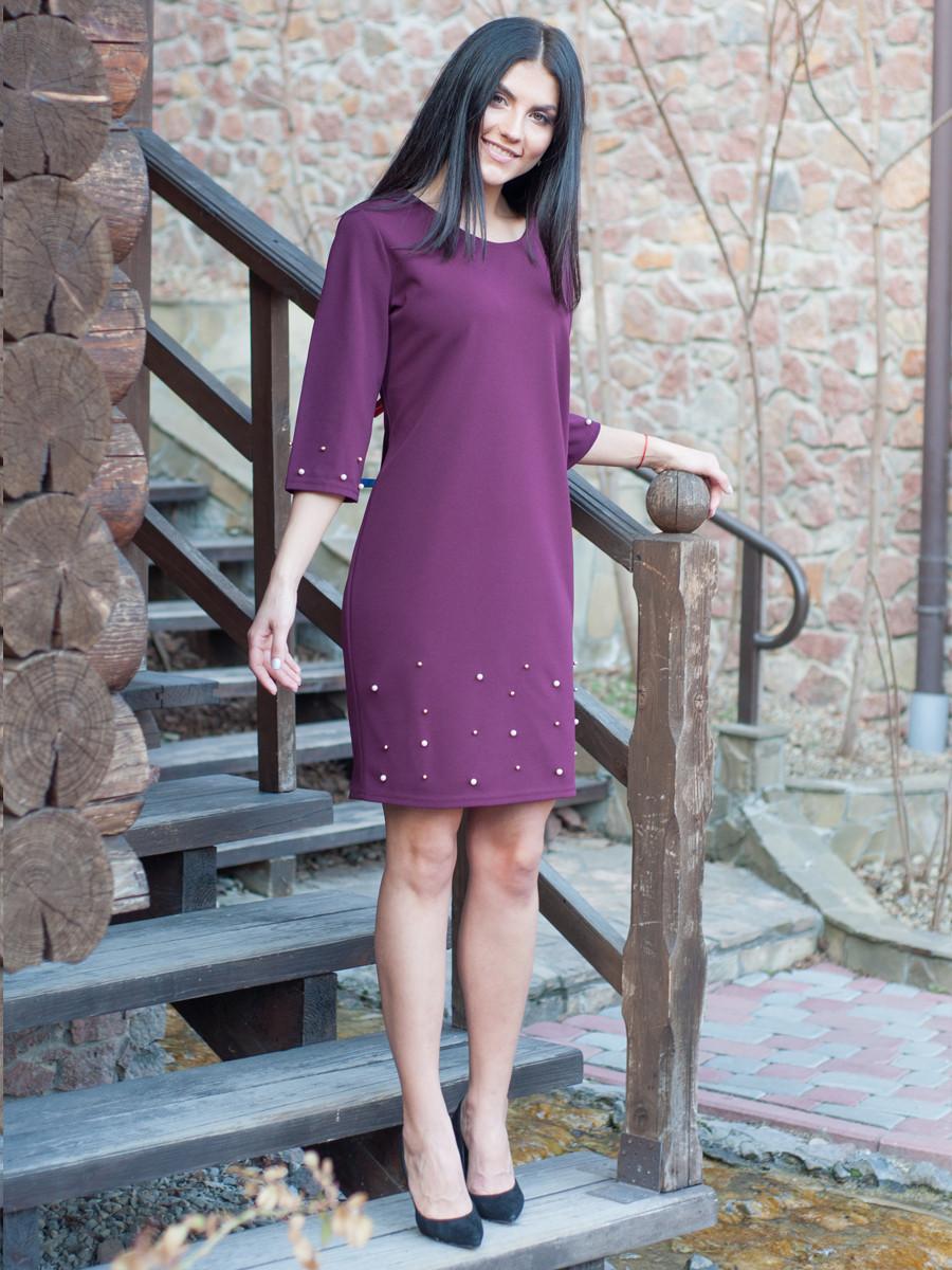 Платье с жемчугом по колено