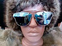 Модные солнцезащитные очки с отливом.