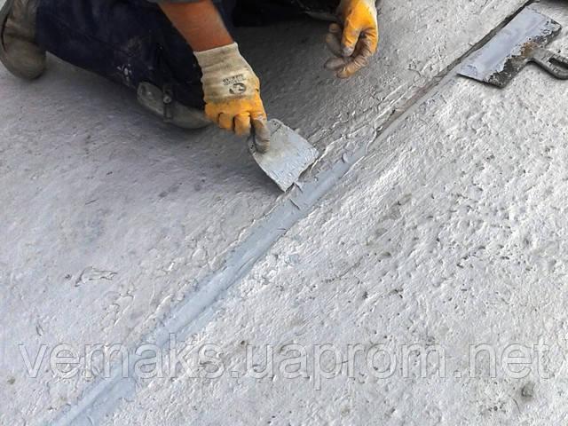 Нанесение полиуретанового герметика для швов Сазиласт 24