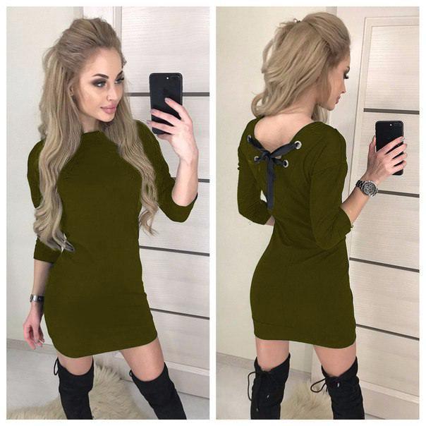 Модное платье с вырезом на спине рукав 3/4 хаки