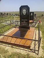 Гранитный памятник с надгробной плитой, облицовка глянцевый керамогранит красный