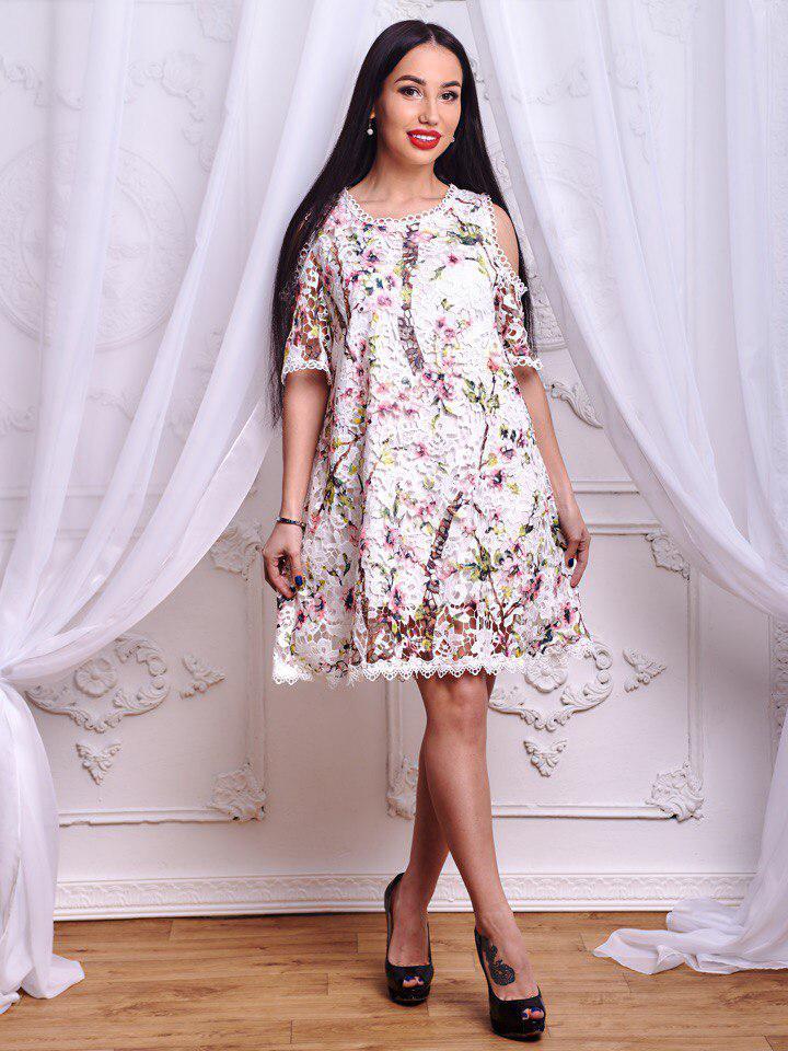 ac685231ed857ca Нарядное, женское, летнее платье прямого кроя из дорогого гипюра с  цветочным принтом РАЗНЫЕ ЦВЕТА