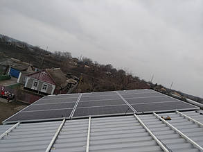 монтаж алюминиевых креплений для солнечных батарей на крышу
