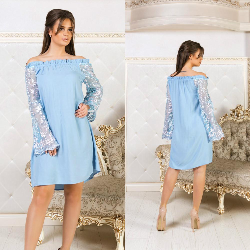 Свободное платье разлетайка с открытыми плечами и длинными рукавами с вышивкой