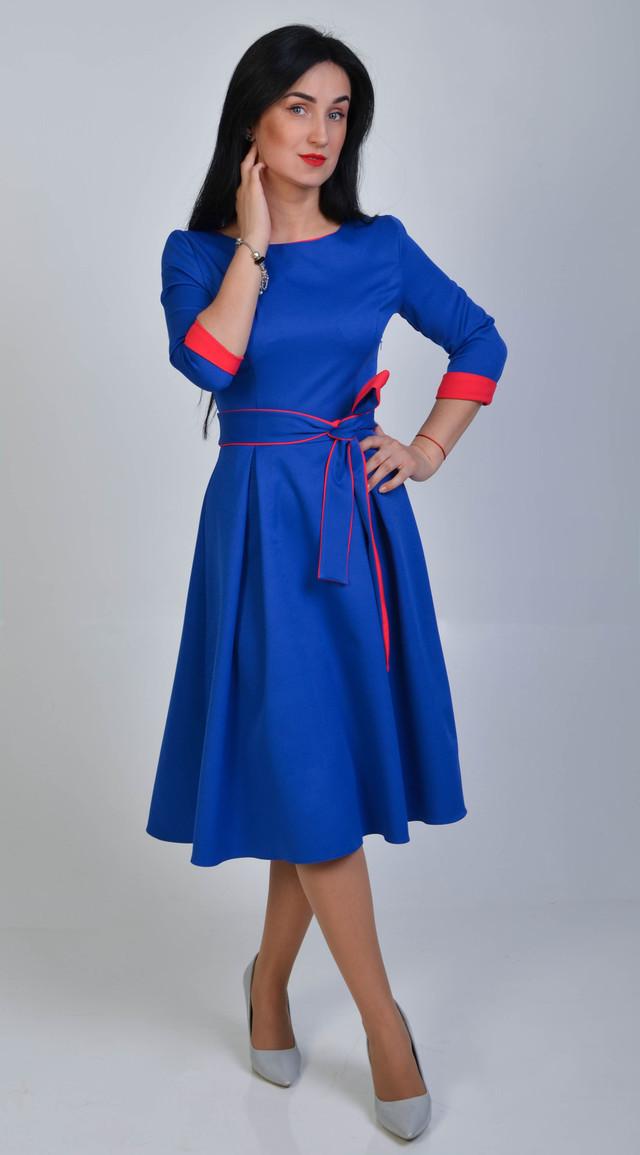 Клешное молодежное платье ниже колена размер 44
