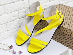 Желтые яркие босоножки легкие кожаные на черной подошве . Размер 36-41