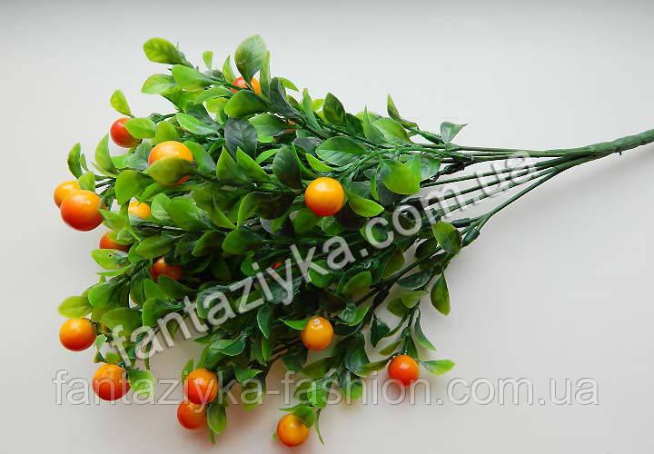 Искусственный куст кизильника с оранжевыми ягодами