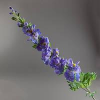 Искусственная веточка фиолетовой мальвы.