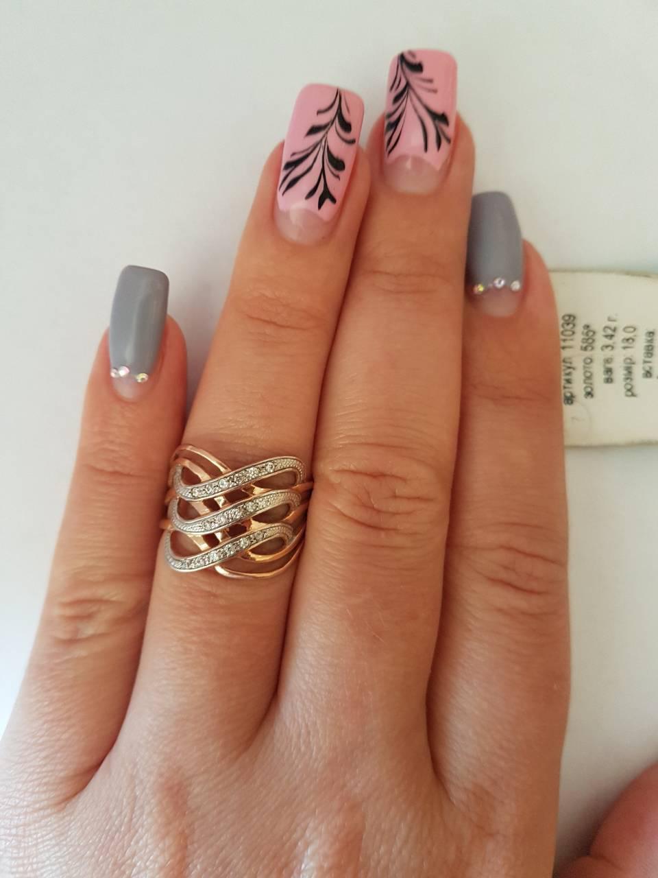 Женское золотое кольцо 585 пробы.