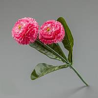 Искусственный цветок розовой маргаритки.