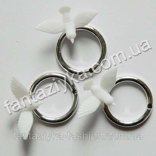 Декоративное обручальное кольцо с голубком