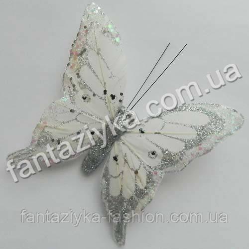 Большая перьевая бабочка белая с блестками 12см