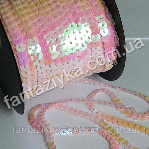 Пайетки на нитке перламутровые светло-розовые, тесьма