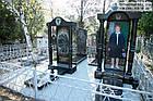 Надгробный памятник из гранита для женщины с цветным портретом в полный рост и колоннами, фото 2