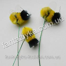 Искусственная пчела, шмель на проволочке