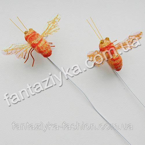 Искусственная пчелка для декора оранжевая