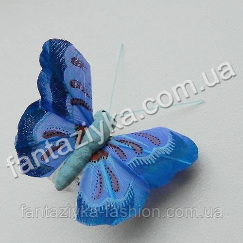 Перьевая бабочка для декора 45мм синяя