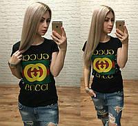 Черная брендовая футболка