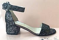 Босоножки женские на невысоком каблуке