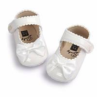 Детские нарядные белые лаковые пинетки туфельки для крестин девочки, на годик