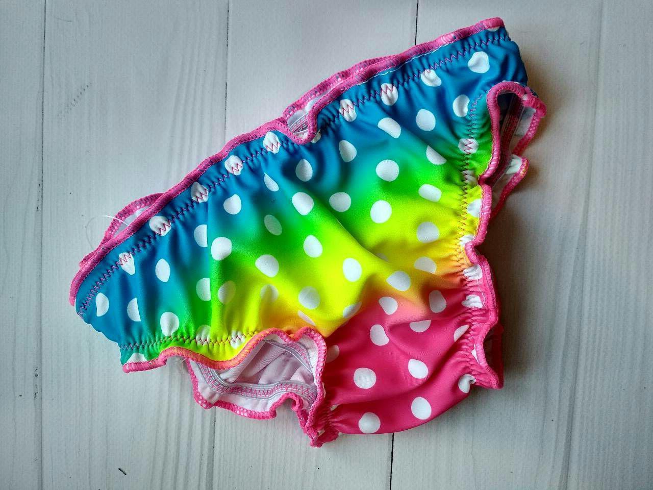 Яркие плавки для девочки с принтомомбре и белый горох