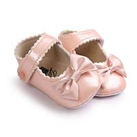 Детские нарядные пудровые золотистые лаковые пинетки туфельки для крестин девочки, на годик