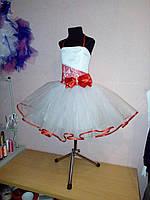 Красивое нарядное платье с гипюром и бантом