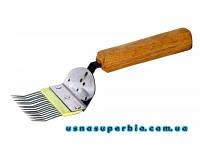 Вилка для распечатки сот со гнутой иглой (нержавейка, пластмассовая вставка, деревянная ручка)