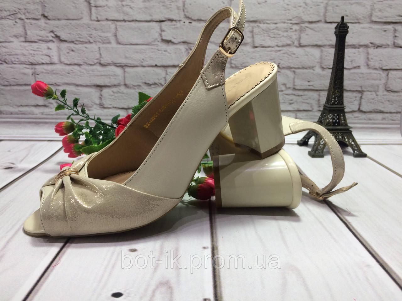 3f1f05ee3fed Классические женские босоножки на устойчивом каблуке бежевого цвета с  красивым ...